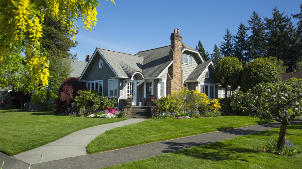 Selling Your Home Here Are The Top 5 Home Updates You Can Make For The Best Roi Ferrah Seifert Homeimprovements 2020homes 2020homerepairs 2020